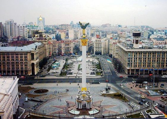 Ucrania-Kiev_Independence_Square_cropped