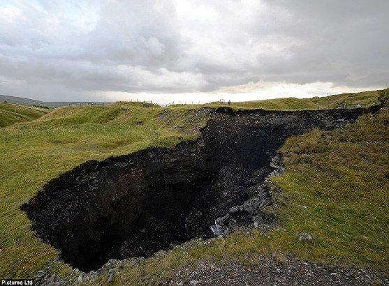 Sinkhole enorme na inglaterra thoth3126 - Enorme terras ...