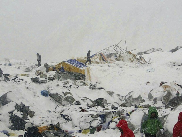 nepal-quake-everest.01